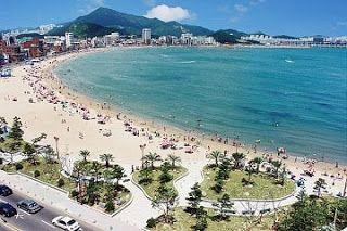 Pantai Haeundae adalah sebuah pantai yang terletak di Busan, Korea Selatan. Pantai Haeundae merupakan tempat wisata populer dan wajib dikunjungi pada musim panas bagi para wisatawan karena lokasinya berdekatan dengan pusat kota.