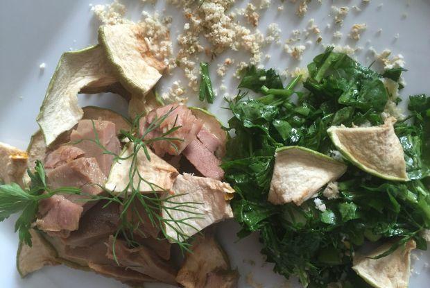 Μια πανδαισία με τόννο Αλοννήσου, τσιπς από πράσινο μήλο Ξάνθης και πρασινάδες