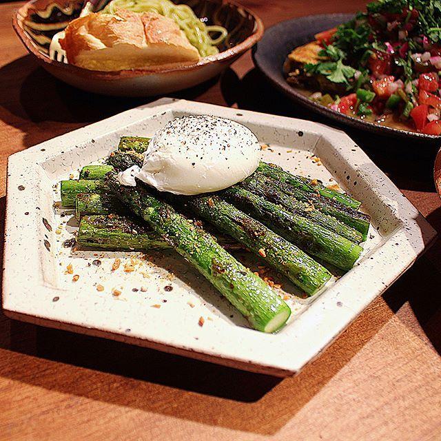 ✎ 最近の晩ご飯達。 ✎  アスパラグリル・ポーチドエッグ乗せ ぱか〜ん🍳 ふきのとう・こごみ・アスパラのパスタ キーマカレー U・NA・GI🕺🏻 ふきのとうとこごみをいただきました。 ので、天ぷらではなくパスタにしてみました☻  キーマカレーは玉ねぎピーマン人参エリンギごぼうの野菜モリモリで🍛とうもろこしごはんとパクチーと共に。 ✎  ごちそうさまでした!  #夜tami飯