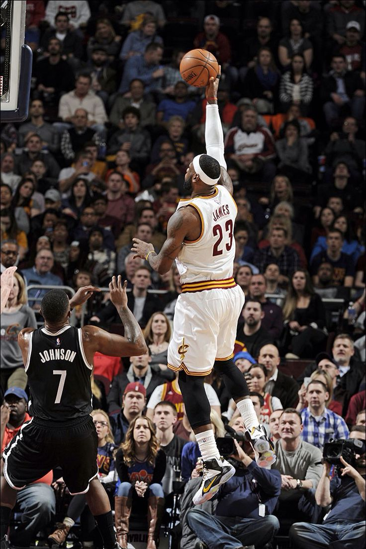 LeBron goes up for the shot 12/19/2014 vs the Nets.