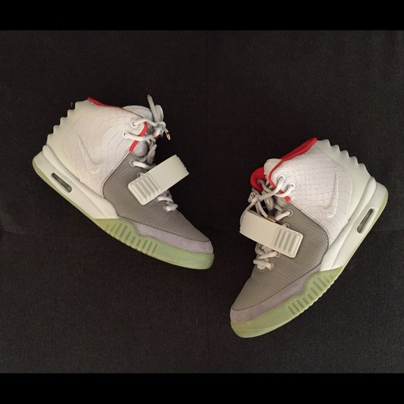NIKE AIR YEEZY 2 PLATINUM The best pair of yeezys Kanye designed up to date, these are 1000% authentic, the price might be a troll but at least it'll be some eye candy for some of y'all . Dust bag, lace tips and box all included.🔥 Nike Shoes