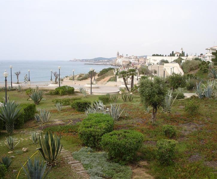 Lei rekkehus i Sitges i Spania. Priser fra NOK 35660 til NOK 36130. Id 25427