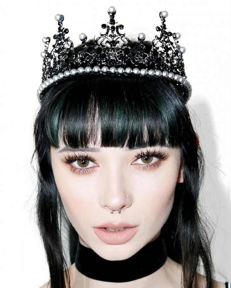 Crystal and pearl grand Gothic crown. #regalrose #crown #crystal #septum