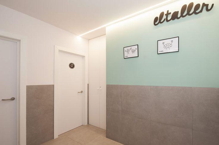 Baños de la cafetería El Taller (barrio de Gràcia -Barcelona). #baños #aseos #decoración #verde #gris #Sincro