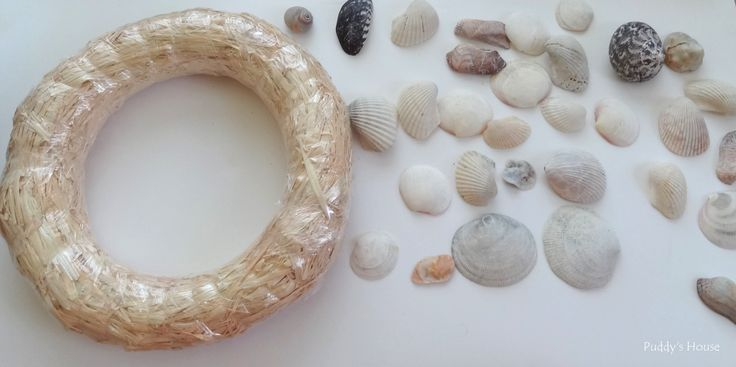 DIY Seashell Wreath - Wreath and shells