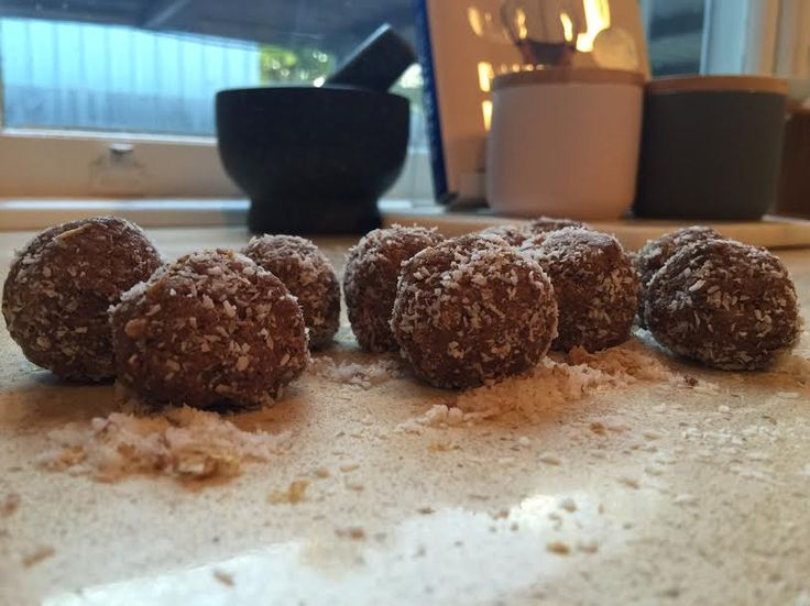 Healthy 'Snickers' Bliss Balls