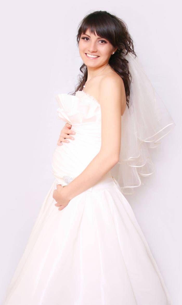die besten 25 brautkleid schwanger ideen auf pinterest hochzeitskleider schwanger wedding. Black Bedroom Furniture Sets. Home Design Ideas