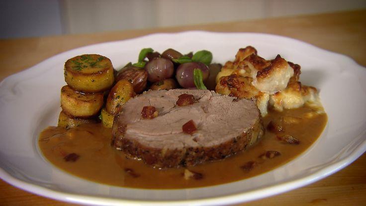 Stekt svinenakke med gratinert blomkål og stekte poteter á la Hellstrøm | TV3 Mat