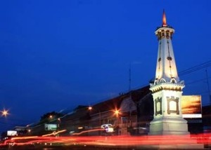tugu by night