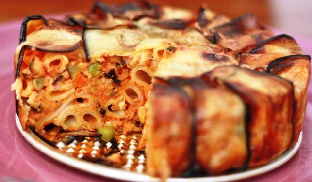 La bomba di maccheroni è una delle paste al forno più gradite e consumate in Sicilia. Sono diverse le versioni disponibili, spesso si utilizzano dive...