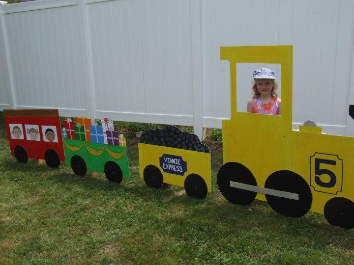 Train photo prop | Party ideas | Pinterest | Trains ...