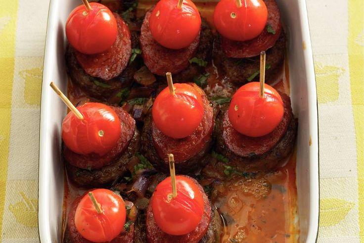 Kijk wat een lekker recept ik heb gevonden op Allerhande! Spaanse tapas-burgertjes uit de oven