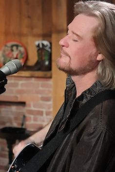 Past episodes of Live from Daryl's House have featured a mix of well-known performers like Smokey Robinson, The Doors' Robby Krieger and Ray Manzarek, Nick Lowe, K.T. Tunstall, Todd Rundgren, Gym Class Heroes' Travis McCoy, Fall Out Boy's Patrick Stump, Finger Eleven's James Black and Rick Jackett, the Bacon Brothers and country star Jimmy Wayne, along with newcomers such as Philly soul singer Mutlu, Canadian techno-rockers Chromeo, MySpace pop-rock phenom Eric Hutchinson