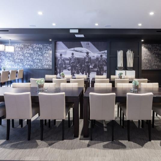Tkaný vinyl ntgrate jako podlaha v restauraci. / Woven vinyl ntgrate as a floor in restaurant.  http://www.bocapraha.cz/cs/produkt/1061/gentle-ctverce/