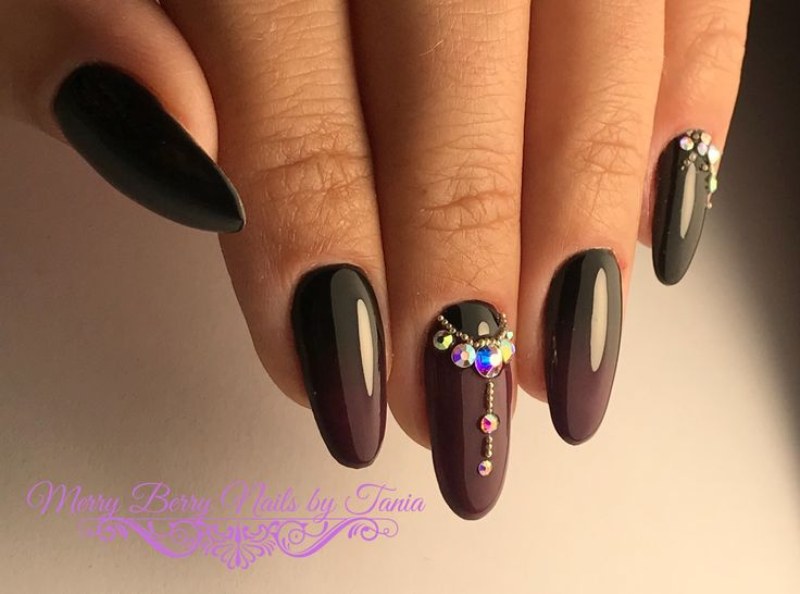 #ombrenails #fallnails #nailart #naildesign #nails #glamorous #blackandred #rhinestones
