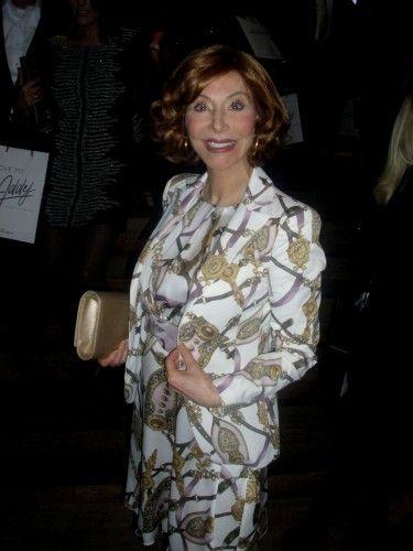 Marijke van Helwegen toont vol trots haar ultra-elegante Rinascimento outfit!