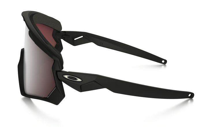 Voici juste un petit article pour vous parler du nouveau masque Oakley Wind Jacket 2.0. Ce modèle rappel aussi lapaire de lunettes Wind Jacket. Ce modèle s'inspire d'un modèle des années 80qui était leEyeshade® sortie en 1984. Un modèle que les amateurs de fixie recherchent pour son style rétro. Ici, c'est à la base un produit le ski et le snowboard mais il peut être utilisé à moto avec un...
