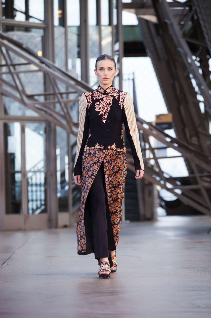 #shilpareddystudio #fashion #malkha #indian #parisian #eiffeltower #fashionshow #jessicaminhanh #autumn/winter #dress #paris #shilpareddy #print #embroidery #trail #pants