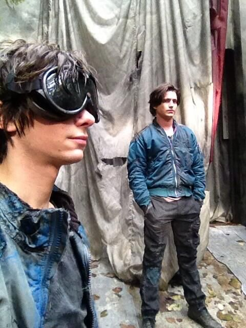 Dev Bostick and Tom McDonell - Jasper Jordan and Finn Collins II The 100 cast