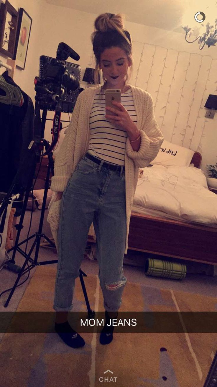 Mom Jeans Look Surprisingly Good On Her Zoella Zoesugg Clothes Pinterest Mom My Mom And Ps
