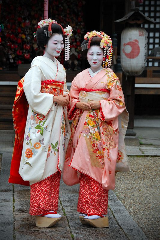 Naughty Maiko Girls by kimOSAKA.deviantart.com on @DeviantArt