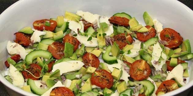 Avocadosalaten i skålen