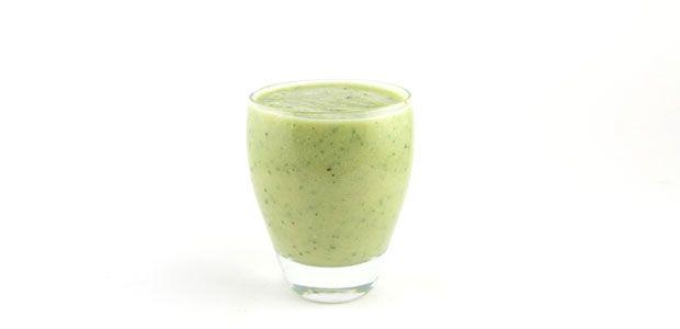 Komkommer avocado kiwi smoothie