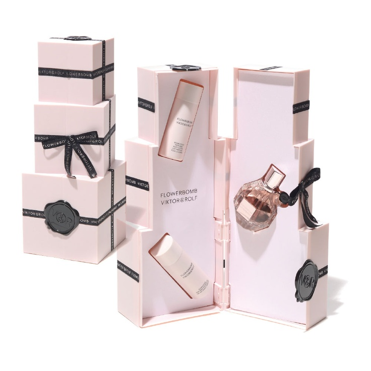 #discoverhongkong #hongkong #shopping #best100 VIKTOR & ROLF PERFUME SET Get it at JOYCE BEAUTY [Address: G106, Harbour City, Canton Road, Tsim Sha Tsui, Kowloon // Tel: +852 2367 8128] Information provided by MilkX magazine