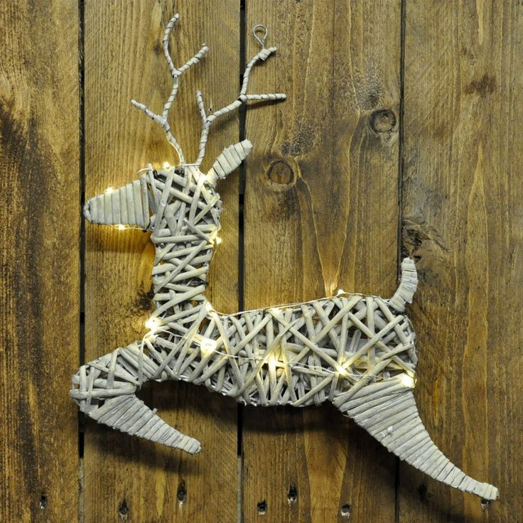 40cm Large Rustic Wooden Willow Wicker Wall Hanging Christmas Reindeer with LED Lights: Amazon.co.uk: Kitchen & Home