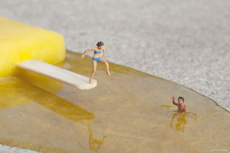 Artist Slinkachu makes street installations and photographs, creating witty scenes with figurines placed in clever situations. Today, his new gallery show, Miniaturesque, Andipa Gallery in London, showcasing his latest work.