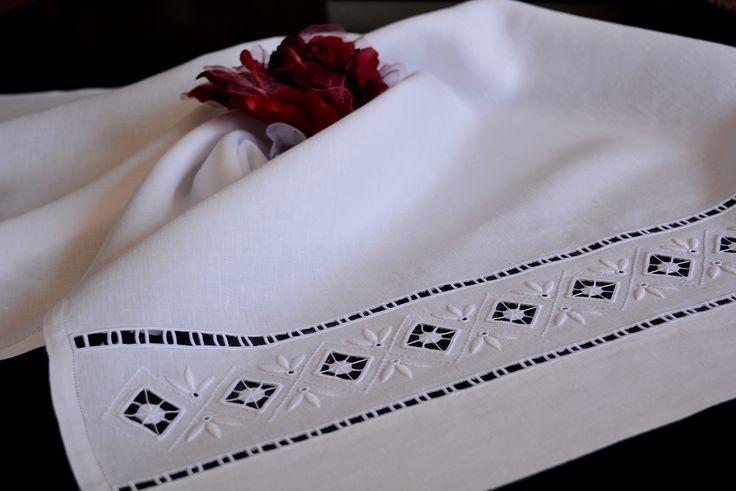Home Textiles - Hand Towels Hand embroidered on Behance Toalha de Mãos bordada a Richelieu, ponto cheio, ilhós e aranhas  #home #homedecor #hometextiles #handtowels #embroidered #embroidery #embroideredhandtoel #100%linen #linen #têxteislar #toalhademãos #toalhabordada #richelieu #pontocheio #ilhós #aranhas #100%linho #linho