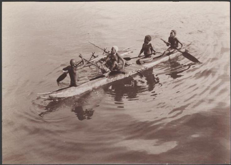 Digital Collections - Pictures - Beattie, J. W. (John Watt), 1859 .1930. Four men from Santa Cruz in a canoe for trade with Southern Cross passengers, Santa Cruz Islands, 1906 / J.W. Beattie
