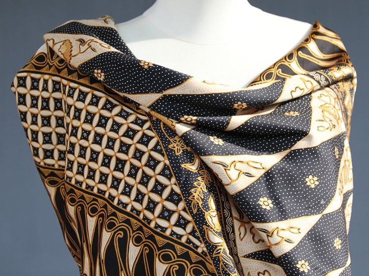Sarong Vintage Silk Batik Fabric by the meter Black and Gold Silk 2 meter 1980's Traditional Javanese sarong evening dress pareo Lover gift by JavaniceHandicraft on Etsy