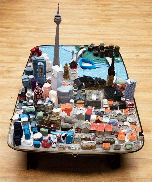 Des maquettes de villes en v tements dans des valises for Piscine qui deborde