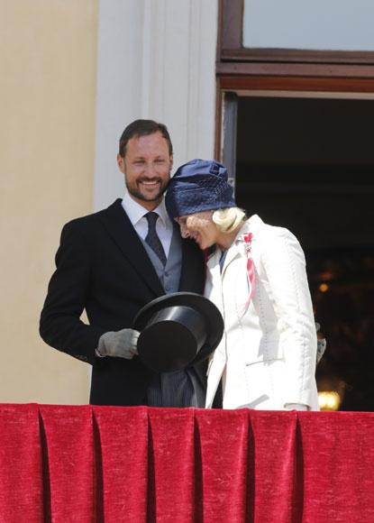 Side view of Norwegian royalty hat