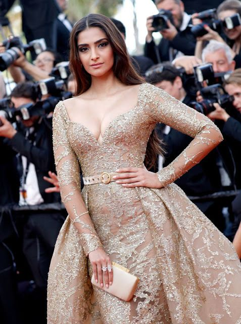 Sonam Kapoor Sexiest Cleavage Show In Elie Saab Couture At Cannes Film Festival 2017 - Kapoor Cleavage