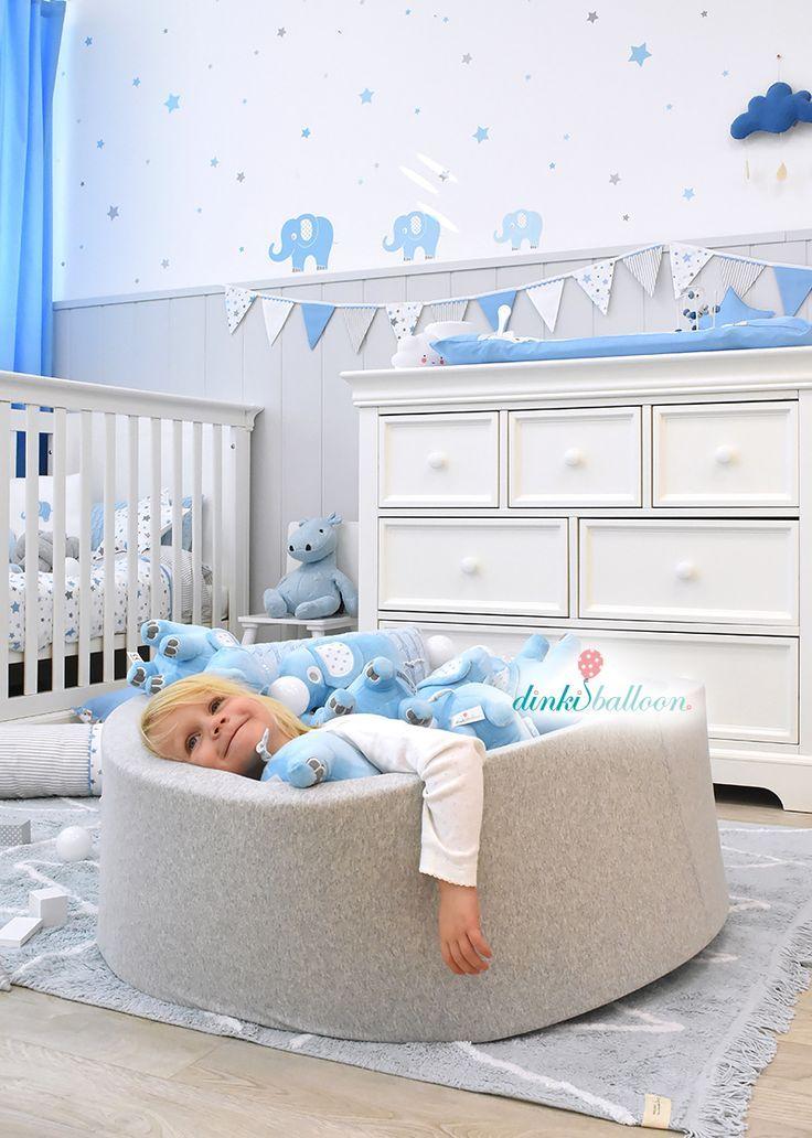Torööö! Babyzimmer Wandgestaltung, Lampen und Textilien mit Elefanten und Sternen in hellblau/grau – perfekt für ein klassisches Jungenzimmer. #Di…