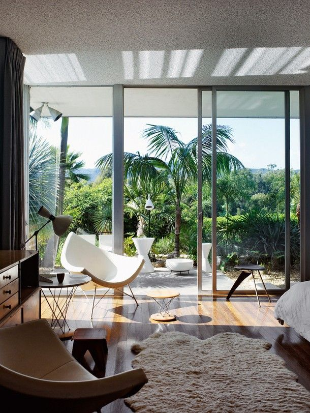 The Kaufmann Desert House - Part 1   Photos: Brent Harris The Kaufmann Desert House designed by architect Richard Neutra in 1946 is arguably the most famous mi