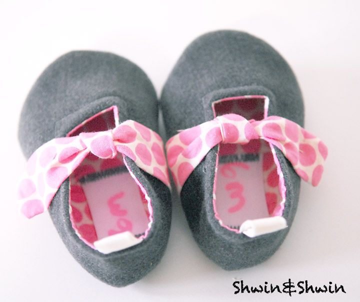 Forget-Me-Knot Shoes for Kids - FREE PDF Sewing Pattern and Tutorial by Shwin
