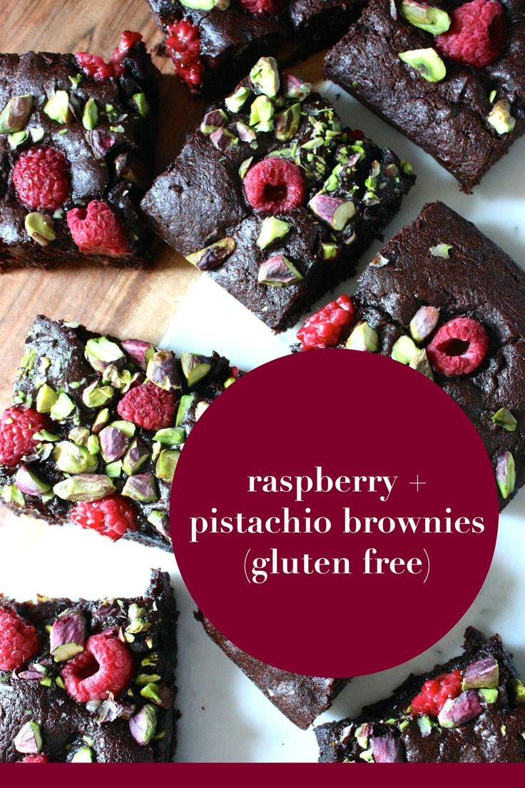 Raspberry + pistachio brownies (gluten free) I mamacino.com