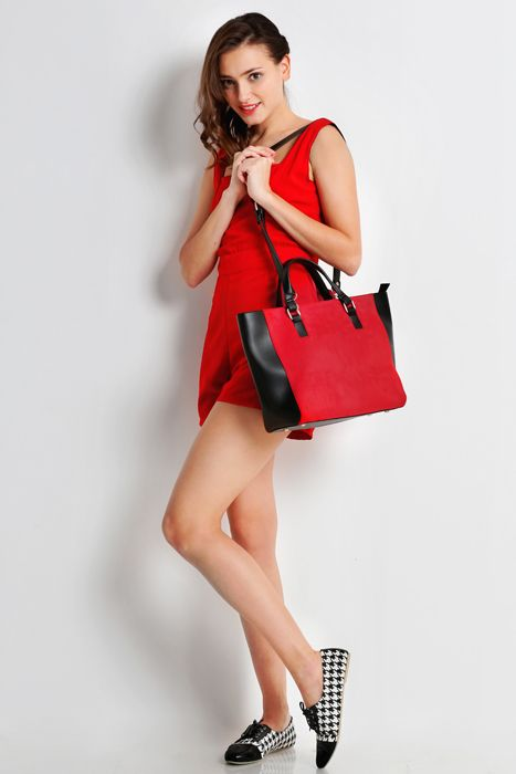 Sweet escape bag #handbag #taswanita #bags #suede #beltleather #kombinasi #totebag #trendy #stylish #messengerbag #simple #fashionable #colors #red