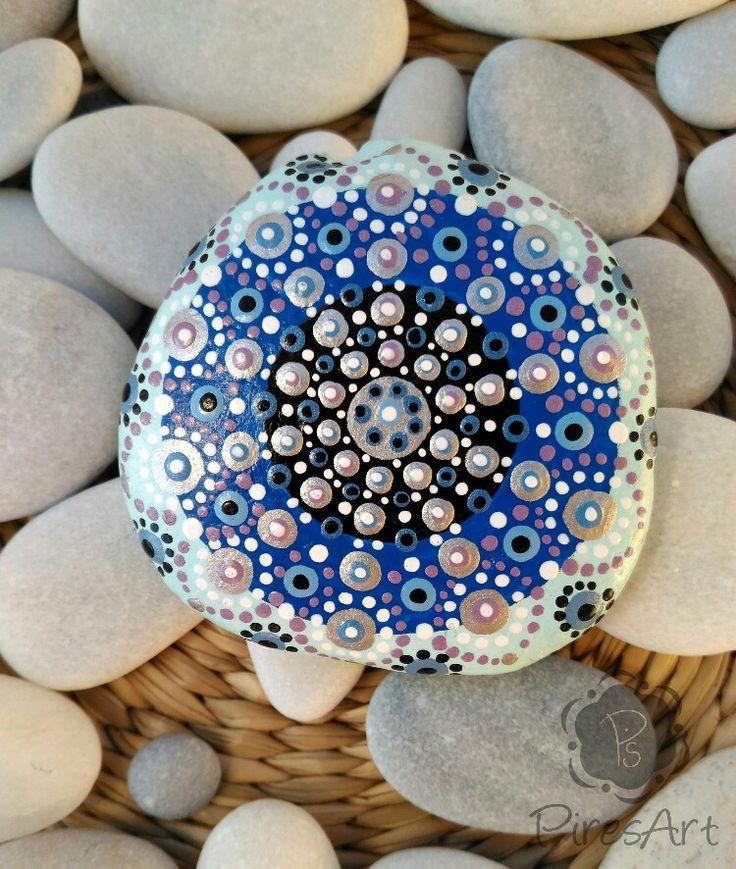 Quiero compartir lo último que he añadido a mi tienda de #etsy: Mandala piedra pintada a mano, mandala puntillismo, roca de playa meditación, arte mandala, decoración del hogar, metalizado, coleccionable #articulosdelhogar #decoraciondelhogar #inauguraciondeunacasa #plata #piedradeplaya #piedradecoleccion #mandalapintado #piresart http://etsy.me/2BFaIrC