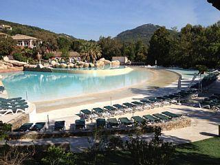 Wohnung mit Klimaanlage Meerblick in Wohnanlage mit Schwimmbad WellenFerienhaus in Grimaud von @homeaway! #vacation #rental #travel #homeaway
