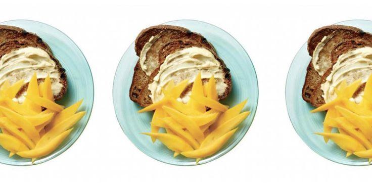 Oef; helaas wil het nog weleens gebeuren dat je ontbijt voor een opgeblazen buik zorgt. Met déze ontbijtjes ontbijt je wel lekker, maar behoud je je platte buik.