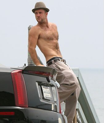 Scott Caan.... hes short, buuut looks good in this pic!
