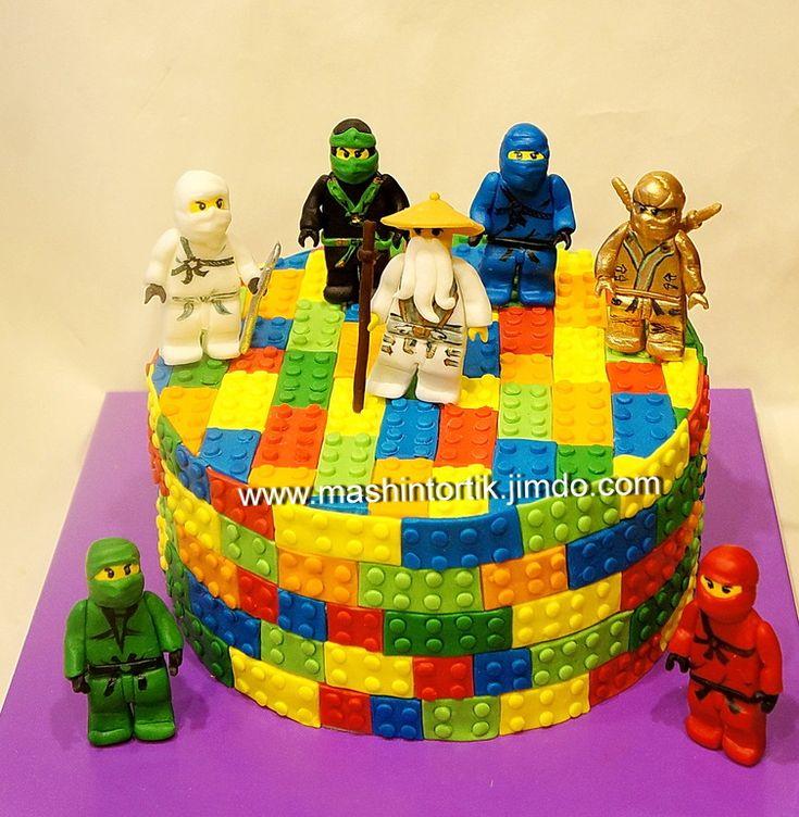 """Девочки, получив второй раз заказ на торт Лего, но уже весь усеянный деталями Лего, я поняла - все, приплыли, без молда пропаду.. Молдом меня выручила Аленка, но сдружиться я с ним так и не смогла: Принцесса категорически оказывалась ровно залезать в """"пипочки"""" и все получалось коряво,..."""