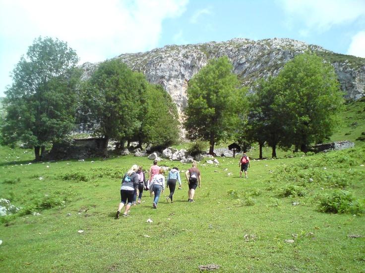 Trecking, senderismo con Frontera Verde Aventura por los Lagos de Covadonga Asturias Spain