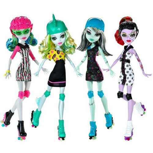 Monster High Roller Maze Skating Dolls Operetta, Frankie, Lagoona, Ghoulia.  I MUST HAVE THESE DOLLS!!