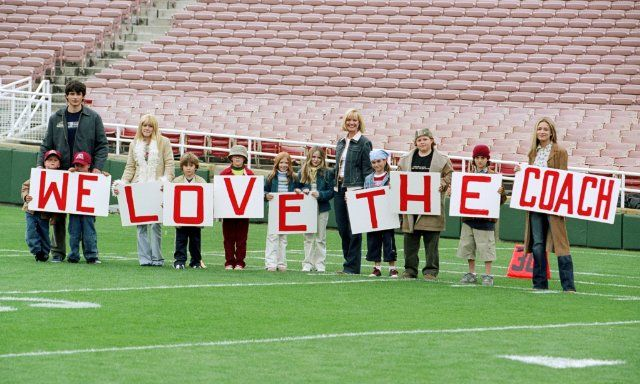 Cheaper by the dozen...sweet moment in the movie...when whole family comes out to support the father when he coaching his last football game for his college Still of Bonnie Hunt, Piper Perabo, Hilary Duff and Tom Welling in Cheaper by the Dozen (2003)