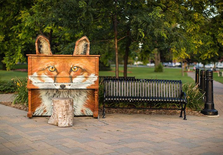 """Music to the Streets for #Woodlovers: Listen to this pianos installed in 2008 in the streets all over the world. """"Play Me, I'm Yours"""" by Luke Jerram"""